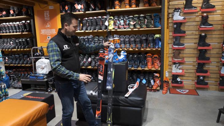 skimarket material ski snowboard niños de camino a la cima